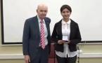 Ex-alumno Vinzenz Cordova recibe premio de reconocimiento al Mérito Académico