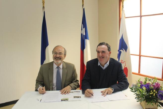 Monsieur Roland Dubertrand, Ambassadeur de France au Chili et Monsieur Ignacio Beláustegui, Président de la 'Corporación Educacional Francesa de Valparaíso - Lycée Jean d'Alembert'