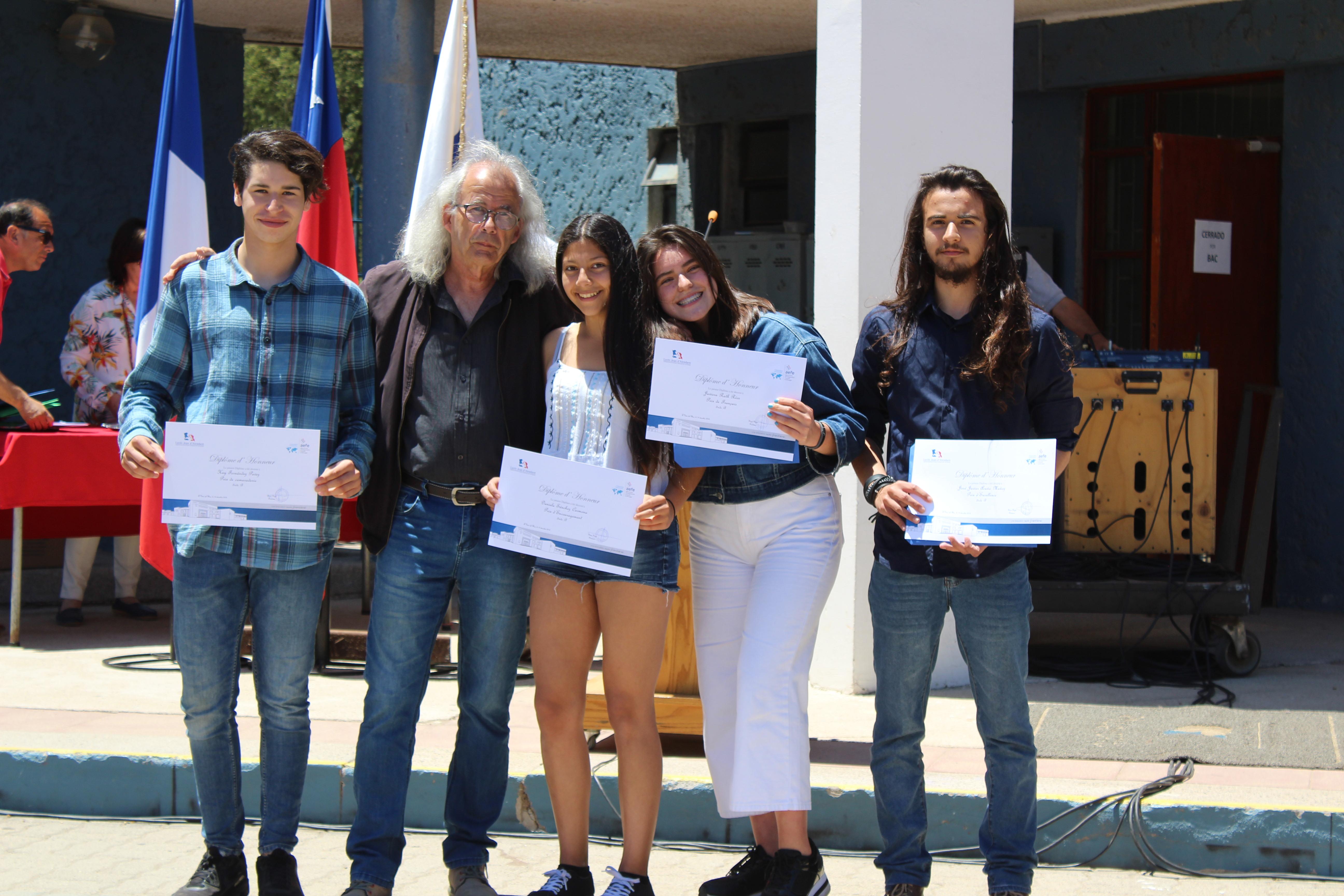 BRAVO A NUESTROS ALUMNOS - Entrega de Diplomas de Secundaria 2018