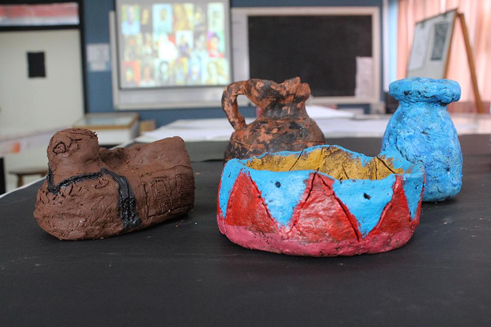 Modeler la matière: créations en terre par nos élèves de 6ème / Modelar la materia: creación en greda por nuestros alumnos de 6to básico