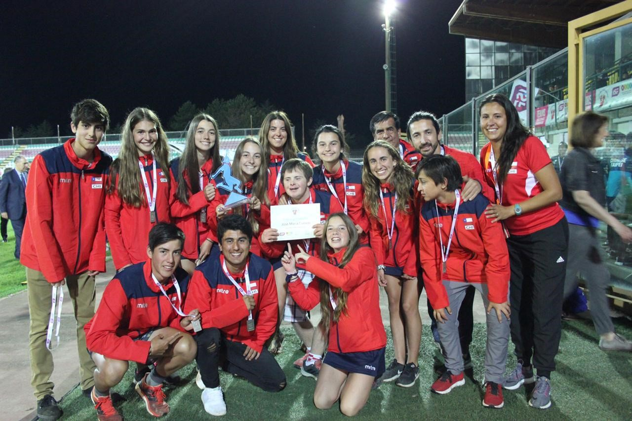 Nuestros tenistas vuelven con el Premio Fair-Play del Mundial Interescolar 2019