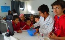 Les CE1 et les CP/CE1 expérimentent au labo de sciences